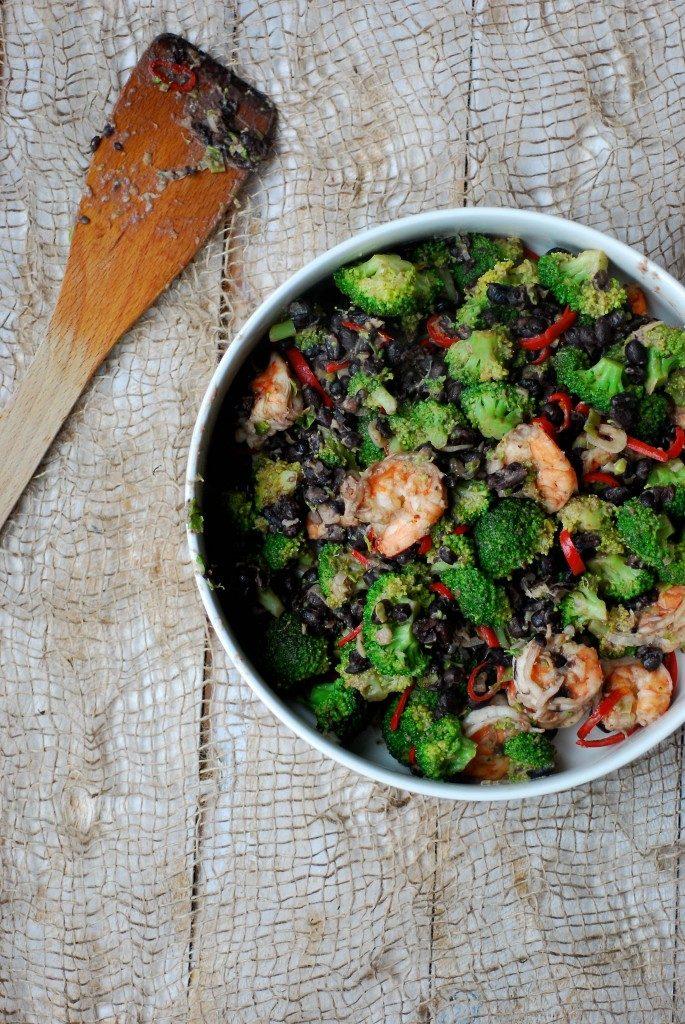 roerbak-broccoli-zwarte-bonen-scampi